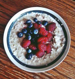 Ăn sáng với yến mạch Ăn sáng lành mạnh với bột yến mạch
